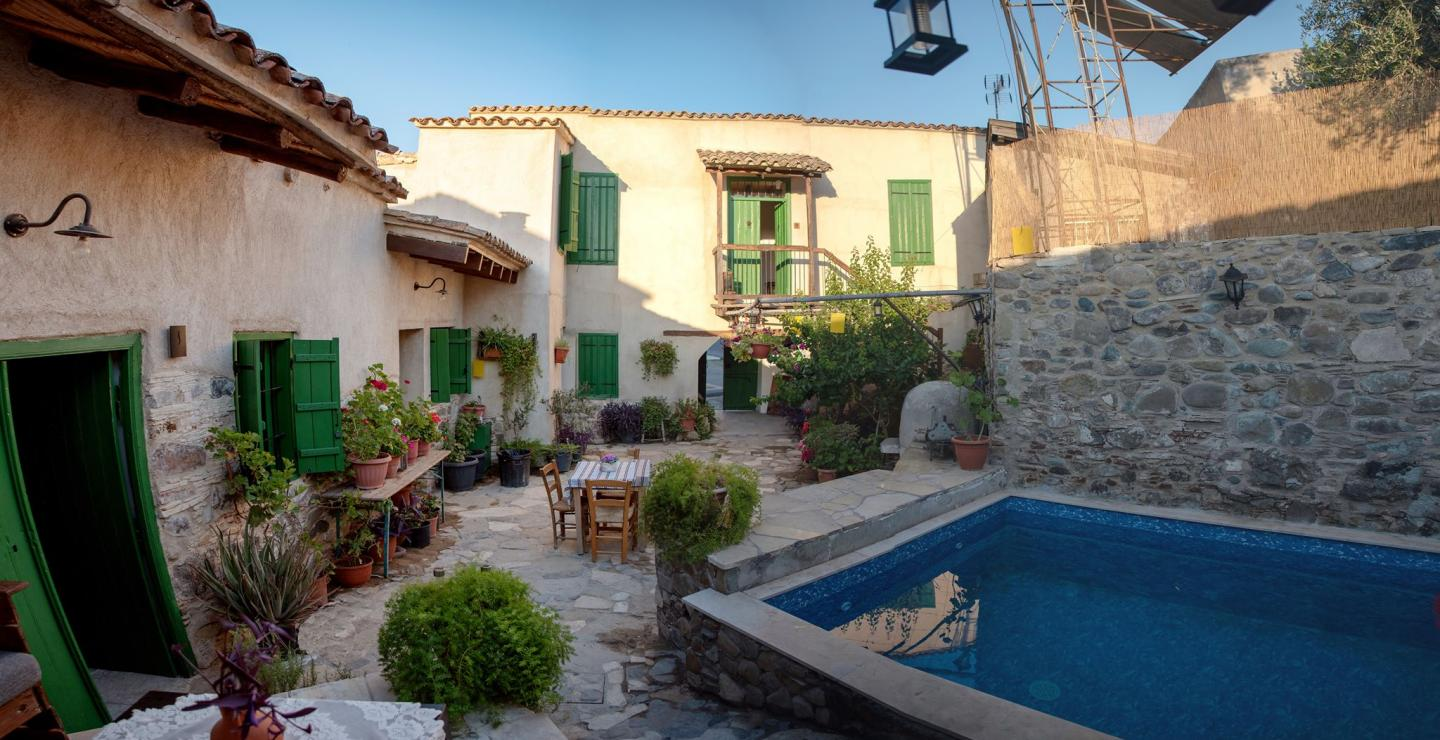 5 agro-touristic retreats in the mountains with a pool